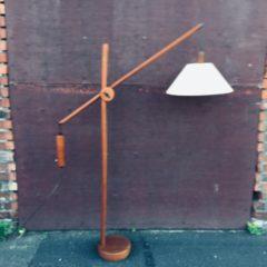 ungewöhnliche und seltene 60er Jahre Teakstehlampe